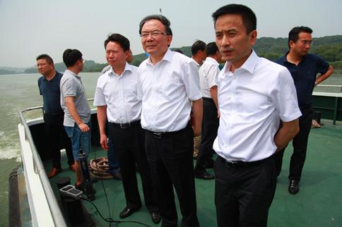省委常委、市委书记李小敏调研检查太湖安全度夏工作
